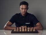 Защитник «Ливерпуля» уступил чемпиону мира по шахматам за пять минут