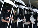 Фанаты «Амкара» встретили «Фулхэм»… могилами и смертью (ФОТО)