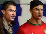 Роналду встретился со своей копией в доме восковых фигур