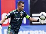 Акинфеев может стать преемником Вальдеса в «Барселоне»