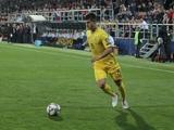 Руслан Малиновский: «К мячу всегда надо подходить тому, кто больше чувствует уверенность»