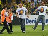 Турецкие болельщики сорвали матч между «Шахтером» и «Фенербахче» (ВИДЕО)