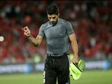Луис Суарес показал непристойный жест в адрес болельщика сборной Чили (ФОТО)