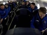 Сборная Украины улетела в Австрию: чем занимались игроки в самолете (ВИДЕО)