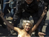 Femen добралась до «Мараканы» (ФОТО)