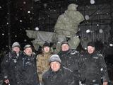 Памятник Лобановскому укрыли брезентом. ФОТО