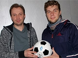 Лучший блогер октября на dynamo.kiev.ua получил приз — мяч «Динамо»