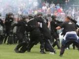 Сербская полиция арестовала 14 футбольных фанатов за участие в беспорядках