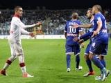 Матч Кубка французской лиги был прерван из-за попадания петарды в судью