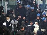 Гнев после упущенного чемпионства фанаты «Фенербахче» излили на полицию