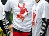 Игроки «Ливерпуля» поддержали Суареса, выйдя на поле в специальных футболках