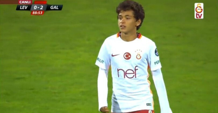 14-летний футболист сыграл за«Галатасарай» вконтрольном матче с«Левски»