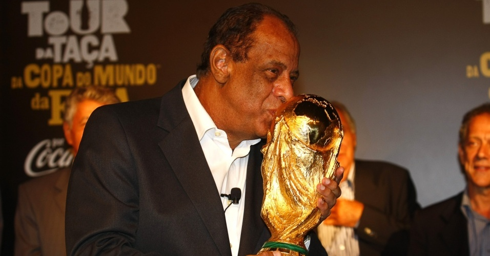 ВБразилии скончался футболист Карлос Альберто Торрес