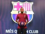 Артуро Видаль прибыл в Барселону (ФОТО)