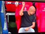 Хосеп Гвардиола поговорил с воображаемым ассистентом во время матча с «Арсеналом» (ФОТО)