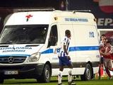 ВИДЕО: Футболисты «Порту» и «Браги» толкали машину скорой помощи, заглохшую на поле во время матча Кубка Португалии