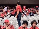 Иранские болельщицы переоделись в мужчин, чтобы проникнуть на футбольный матч