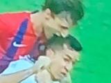 В Парагвае футболист укусил соперника за голову (ВИДЕО)