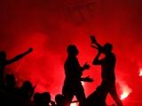 ВИДЕО: фанаты «Марселя» устроили пожар у базы клуба и забросали её фаерами