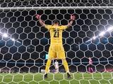 Доннарумма выиграл пятую серию пенальти из пяти
