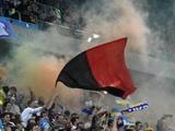 Харьковские болельщики готовят к пятничному матчу красно-черные флаги
