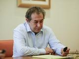 Перед переездом в Киев Луческу дал согласие стать спортивным директором бухарестского «Динамо»
