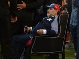 Марадона руководит действиями команды, сидя на троне (ФОТО)
