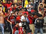 Колумбийские фанаты принесли на матч гроб с телом погибшего друга (ФОТО)