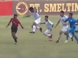 В Индонезии футболисты избили арбитра за пенальти на 90-й минуте (ВИДЕО)