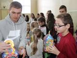Віталій Буяльський став посланцем святого Миколая і подарував свято юним калинівським спортсменам
