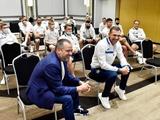 Владимир Зеленский пообщался со сборной Украины перед матчем со Швецией (ФОТО)