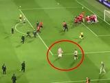 ВИДЕО: Футболист «Црвены Звезды» после победы в финале Кубка Сербии снял трусы прямо на поле