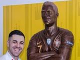 ВИДЕО: Португальский кондитер создал шоколадную скульптуру Роналду в натуральную величину