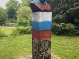 В Копенгагене осквернили памятник Тарасу Шевченко, раскрасив его в цвет российского флага накануне матча Россия — Дания (ФОТО)