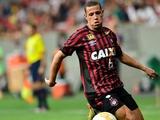 Бразильские СМИ: «Динамо» планирует подписать защитника «Атлетико Паранаэнсе», на которого также претендует «Шахтер»