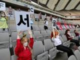 В Южной Корее во время матча на трибунах стадиона разместили секс-кукол (ФОТО)