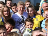 Украинская диаспора в Манчестере поздравила Зинченко с чемпионством Англии (ВИДЕО)