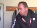 Турецкий тренер «мотивирует» игроков в раздевалке (ВИДЕО). Никого не напоминает?