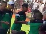 Ад в африканской ЛЧ: футболист ударил фаната соперника, другой — плюнул в толпу (ВИДЕО)