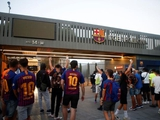 Фанаты «Барселоны» устроили акции протеста против ухода Месси