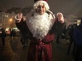«Дед Мороз на корпоратив не нужен?». Артем Милевский примерил костюм сказочного персонажа (ФОТО)