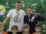 Николай Матвиенко показал детям, как расслабляться после сборной (ВИДЕО)