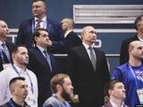 Путин на Европейских играх встает смирно под гимн Украины, как предвестник изменений в политике?