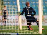 Чешский вратарь Зламал сломал штангу ворот (ВИДЕО)
