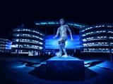 «Манчестер Сити» показал статуи Компани и Сильвы, которые открыли накануне матча с «Арсеналом» (ФОТО)