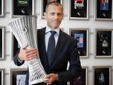 УЕФА представил трофей Лиги конференций (ФОТО)