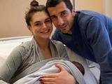 Мхитарян стал отцом и назвал сына очень необычным именем (ФОТО)