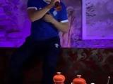 Футболісти Динамо співають на посвяченні новачків команди
