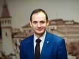 Мэр Ивано-Франковска вручил украинскую азбуку троим игрокам «Прикарпатья», которые дали интервью на русском