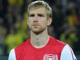 Капитан «Арсенала» перепутал мальчика с носовым платком (ВИДЕО)